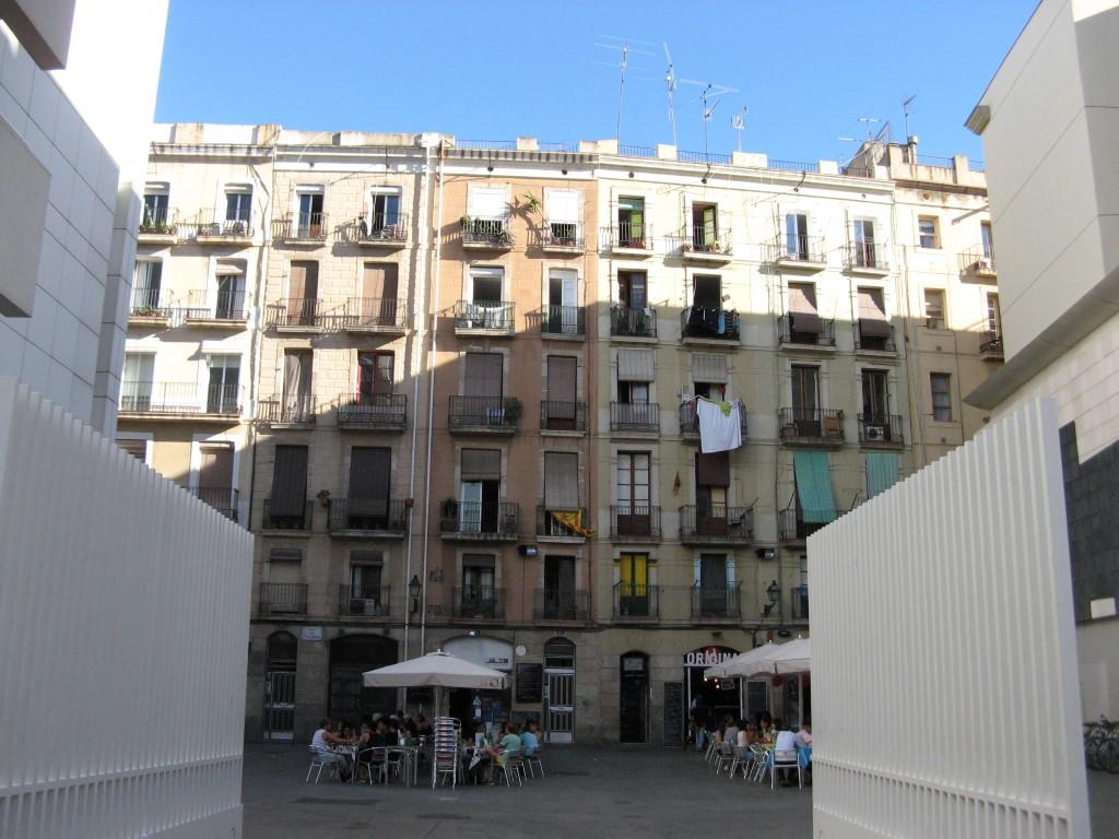 Tipiskas Barselonas dzīvojamās ēkas